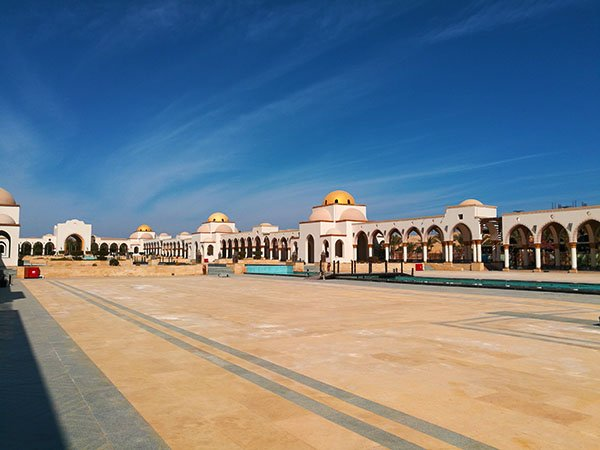Arrival Piazza Sahl Hasheesh Egypt is one of the most beautiful piazzas.